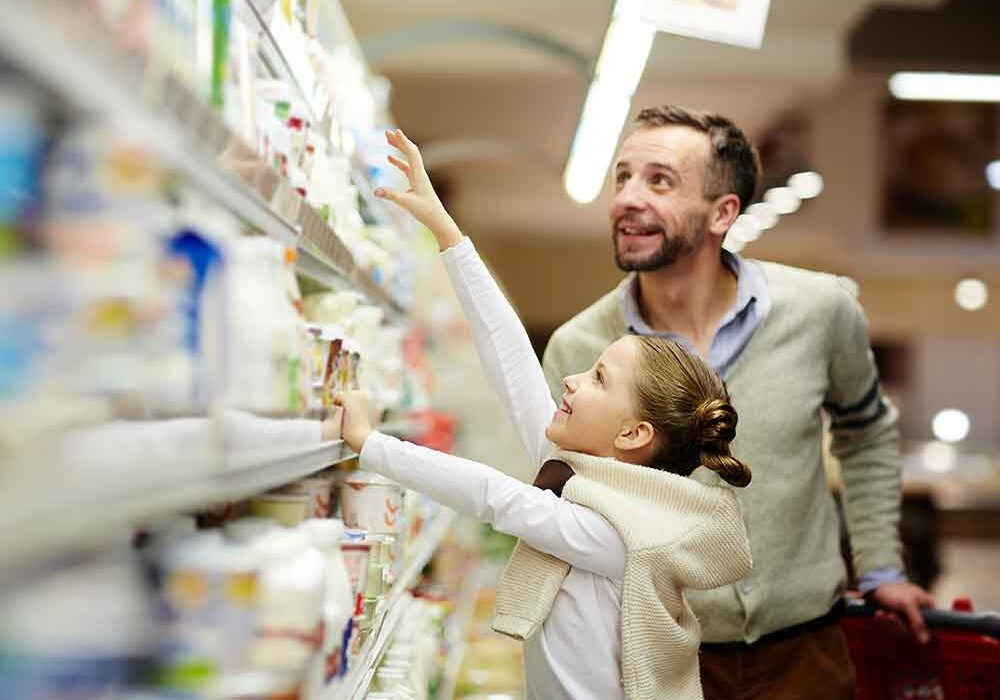 father_daughter_shopping_shutterstock_638771980_1000px